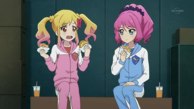 yume double-fisting bagel sandwiches aikatsu! stars episode 4, aikatsu! stars episode 4 nijino yume and sakuraba laura, rola sakuraba nijino yume aikatsu! stars
